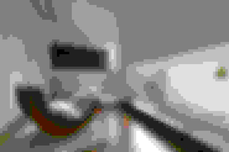 Chambre de style  par 一級建築士事務所 株式会社KADeL