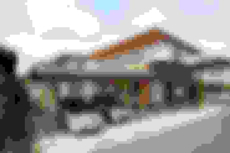 Garage/shed by 三宅和彦/ミヤケ設計事務所