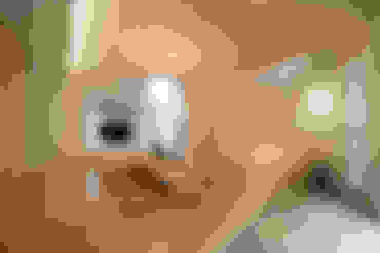 غرفة المعيشة تنفيذ 一級建築士事務所 株式会社KADeL