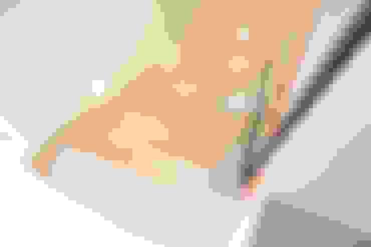 Pasillos y recibidores de estilo  por beppoarquitectura