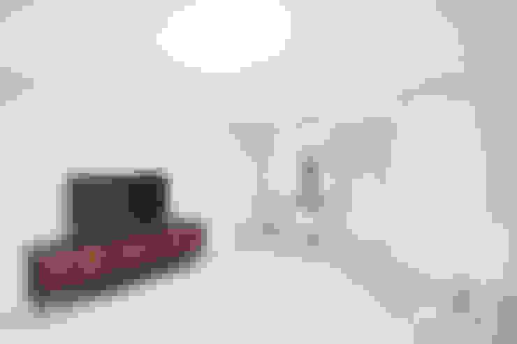Salas / recibidores de estilo  por 로하디자인
