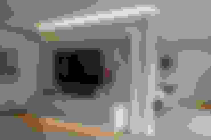 Salas / recibidores de estilo  por Klocke Möbelwerkstätte GmbH