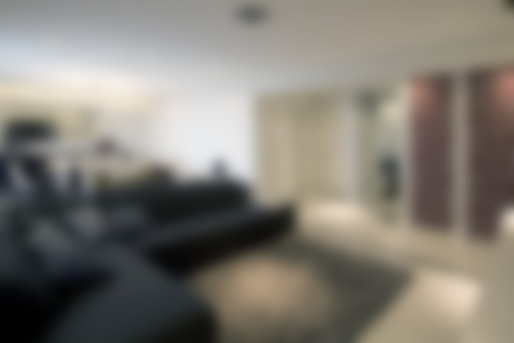 Living room by Adriana Scartaris: Design e Interiores em São Paulo