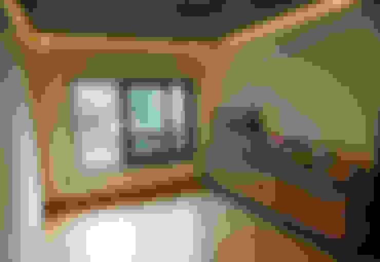 Salones de estilo  de IEUNG Architect