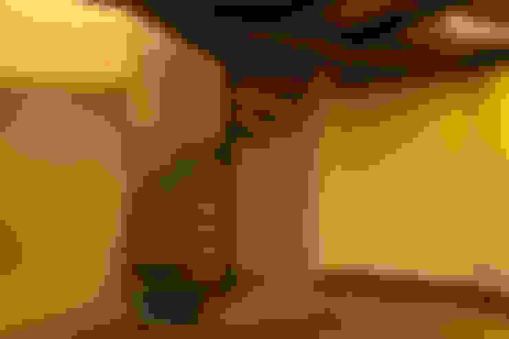 Couloir et hall d'entrée de style  par SDHR Arquitectura