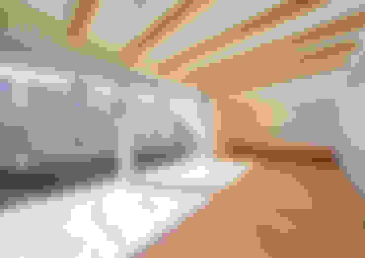 リビング: アトリエ24一級建築士事務所が手掛けたリビングです。