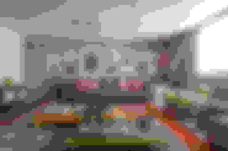 Apartamento Itacolomi: Salas de estar  por Antônio Ferreira Junior e Mário Celso Bernardes