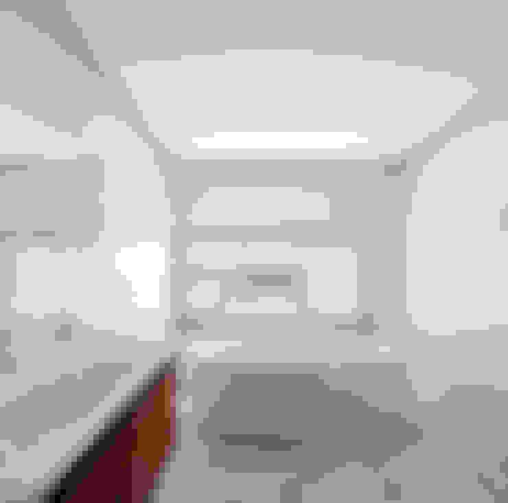 Badkamer door MOM - Atelier de Arquitectura e Design, Lda