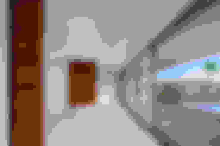Woonkamer door MOM - Atelier de Arquitectura e Design, Lda