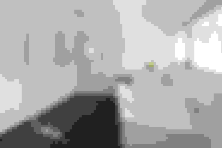 Bodengleiche Dusche nach Maß:  Badezimmer von baqua - Manufaktur für Bäder