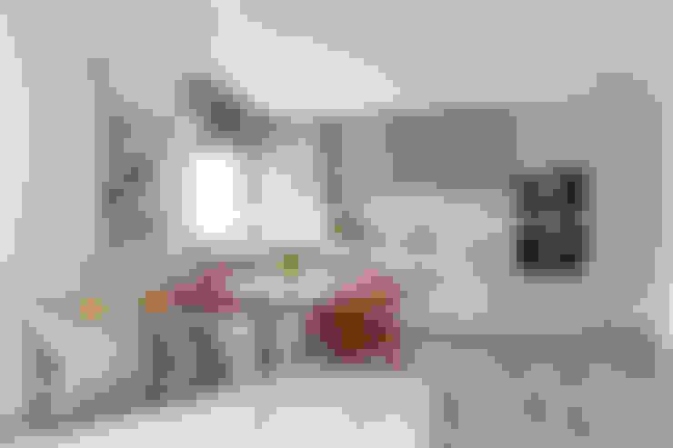Kitchen:  Kitchen by The White House Interiors