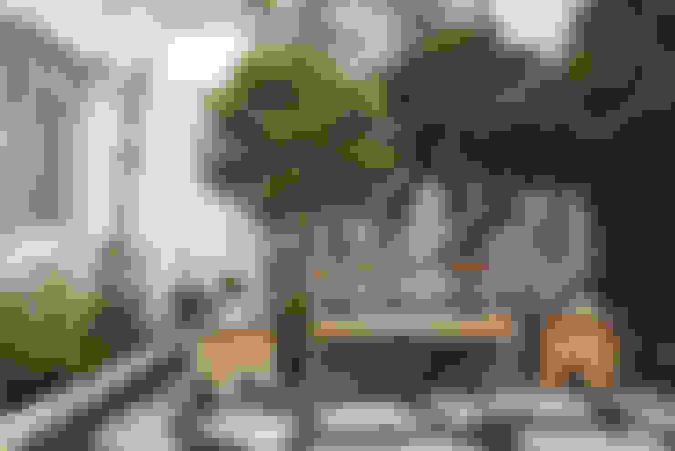 Residencia em Condomínio fechado: Jardins  por Lucia Helena Bellini arquitetura e interiores