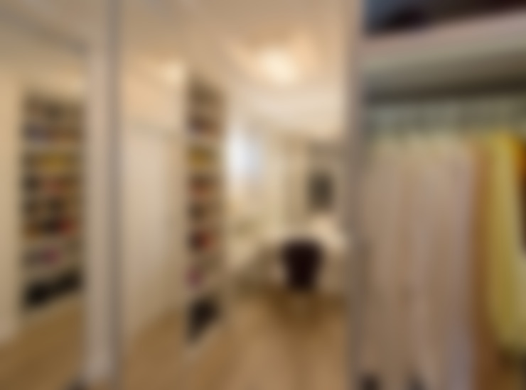 Closet dela: Closets  por Espaço do Traço arquitetura