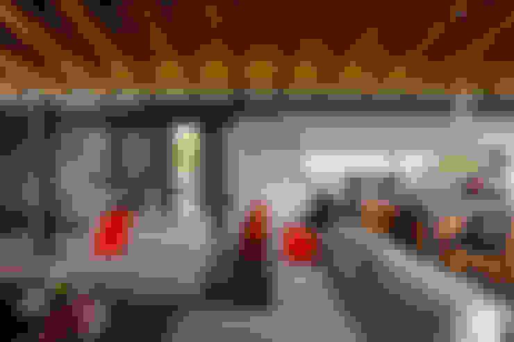 Salas de estilo  por BURO ARQUITECTURA