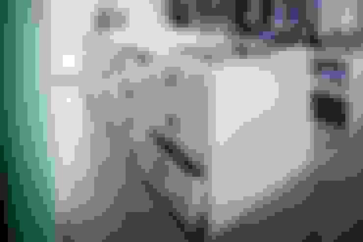 Kleedkamer door BESPOKE GmbH // Interior Design & Production