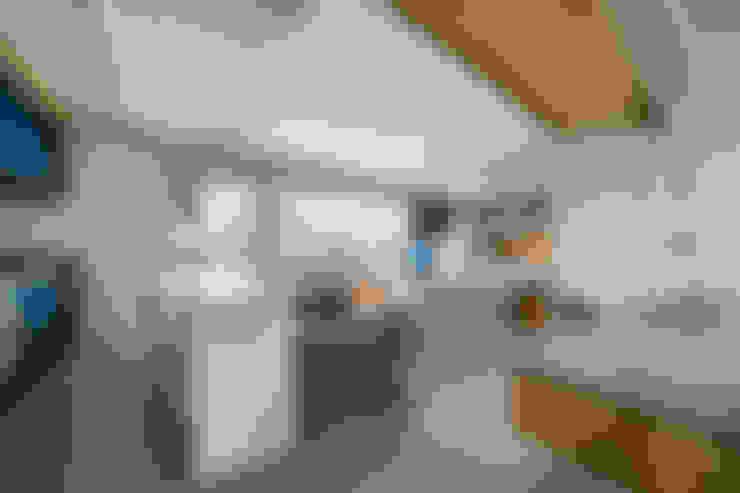 Living room by Casa100 Arquitetura