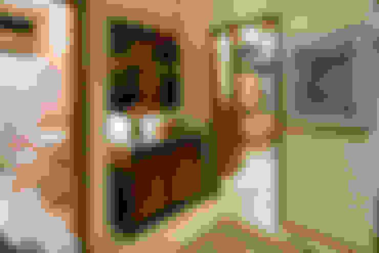Corridor & hallway by Mellani Fotografias