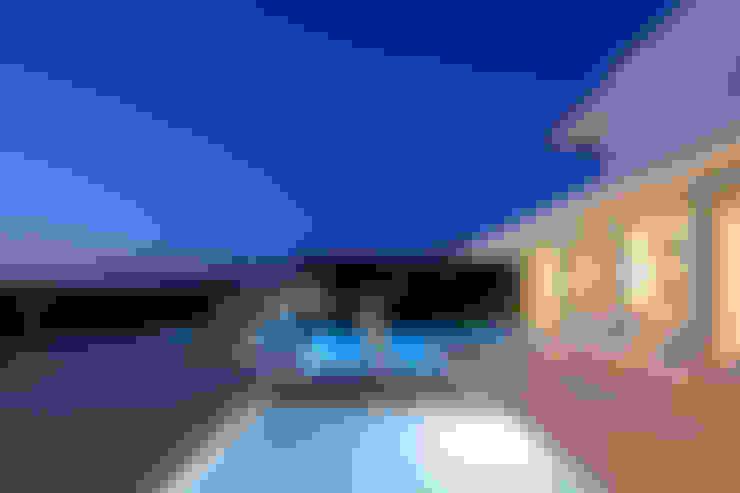 night 1: Piscinas  por JSH Algarve Arquitectura Lda