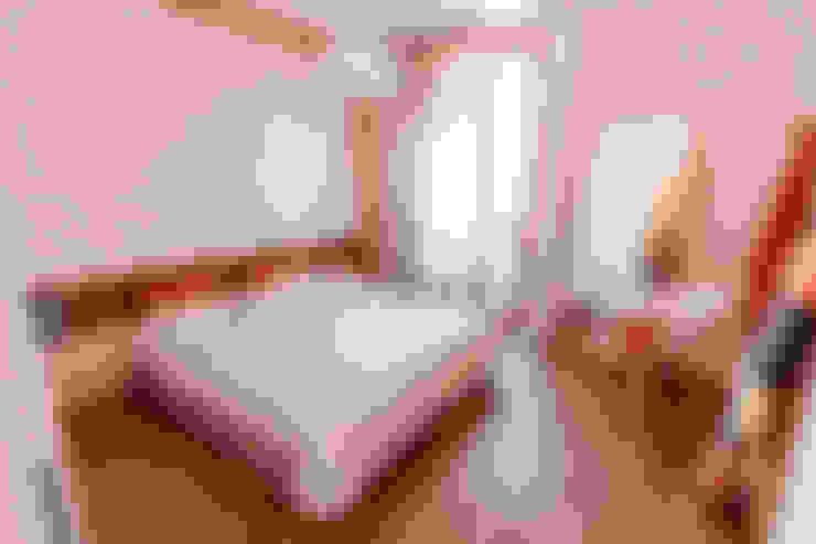 Dormitorios de estilo  por Galleria del Vento