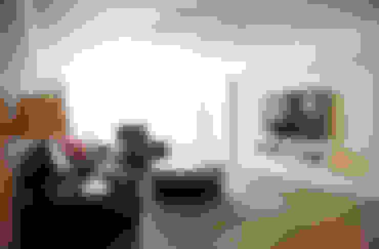 가구를 위한 모던인테리어 : 퍼스트애비뉴의  거실