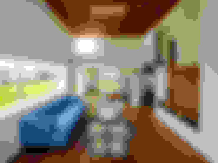 Ruang Keluarga by 小野里信建築アトリエ