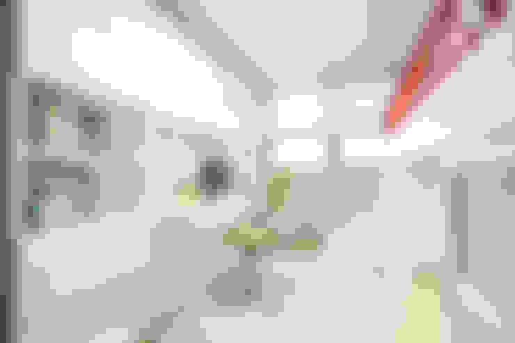 Dormitorios infantiles de estilo  por 퍼스트애비뉴
