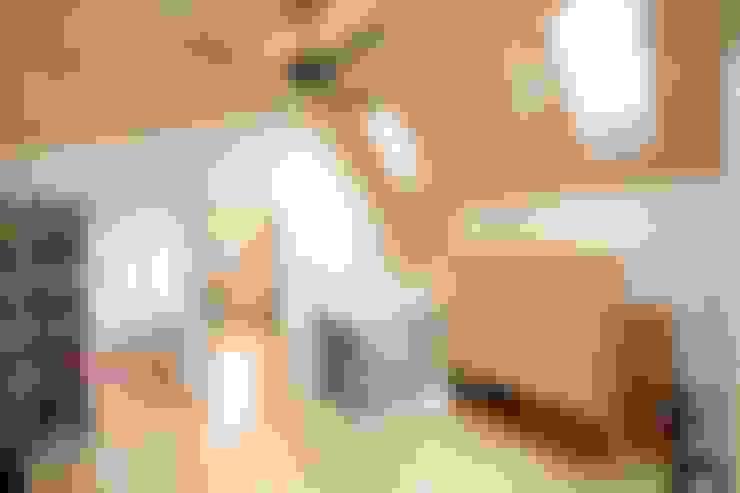 Projekty,  Korytarz, przedpokój zaprojektowane przez 위드하임