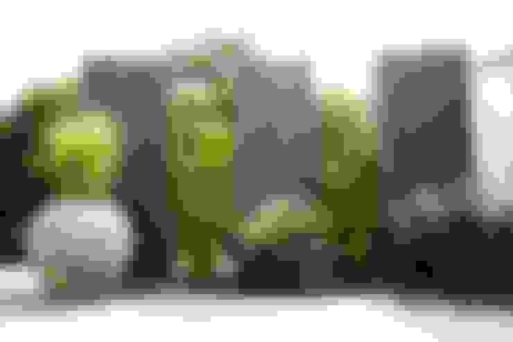 Giardino in stile  di MM NATURSTEIN GMBH