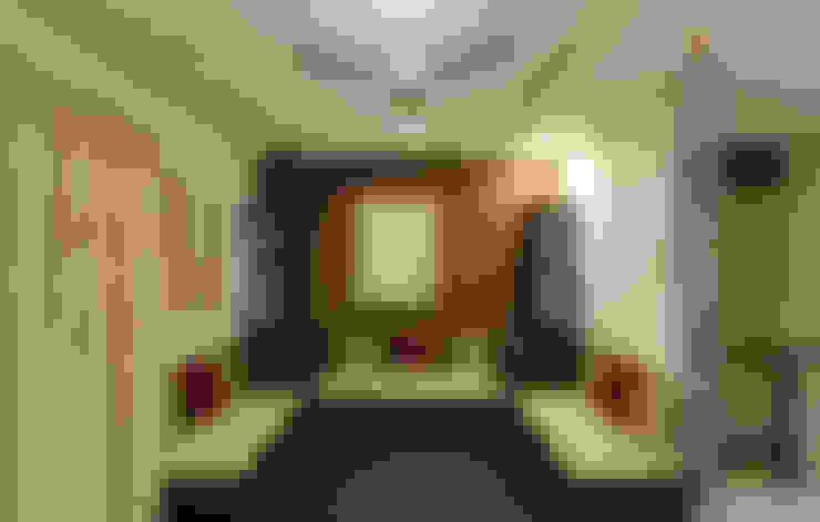 A TRIPLEX VILLA NEAR SUNCITY, HYDERABAD:  Living room by KREATIVE HOUSE