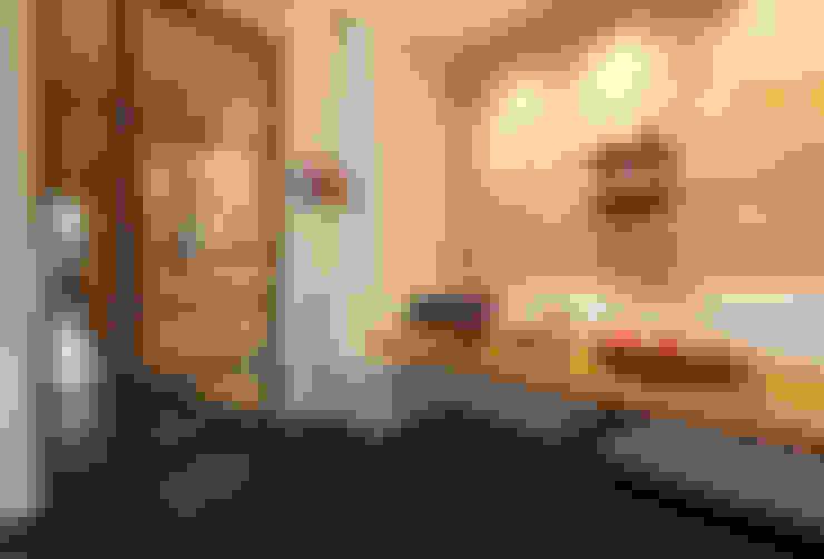 Blick zum Flur:  Esszimmer von WEINKATH GmbH