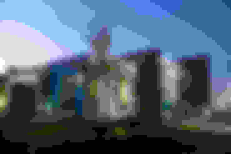 fachada exterior: Casas de estilo  por arketipo-taller de arquitectura
