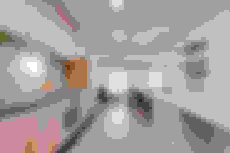 Kitchen by Lara Pujol     Interiorismo & Proyectos de diseño