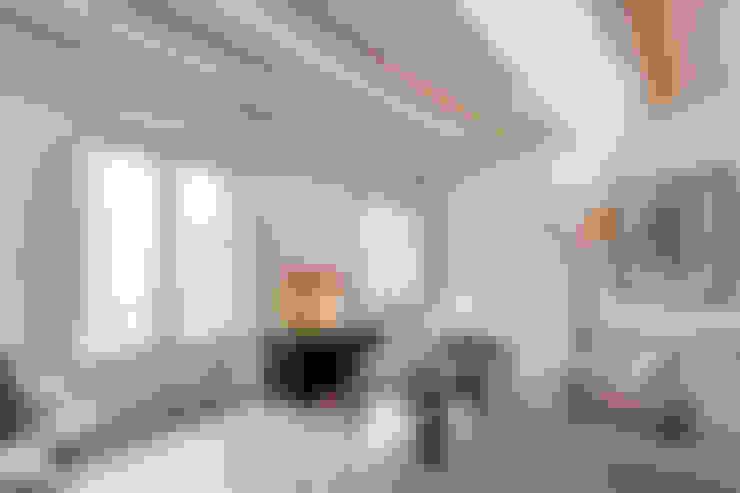 Living room by Lara Pujol     Interiorismo & Proyectos de diseño