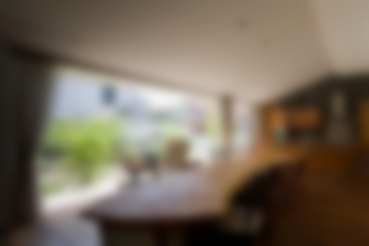 EDAMATSU House: 澤村昌彦建築設計事務所が手掛けたリビングです。