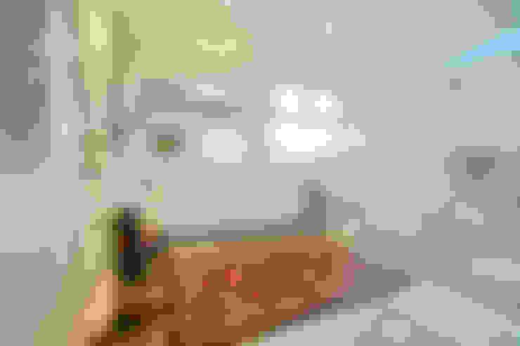 Suíte Master: Banheiros  por Tania Bertolucci  de Souza  |  Arquitetos Associados