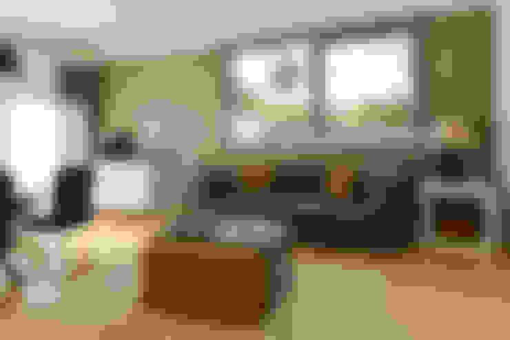 Apartamento T1 – Estoril: Salas de estar  por IDEIAS DE INTERIORES