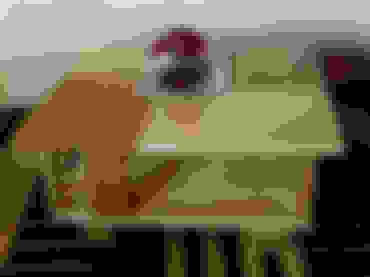 Table basse contemporaine en bois et métal : Salon de style  par Le Meuble Autrement