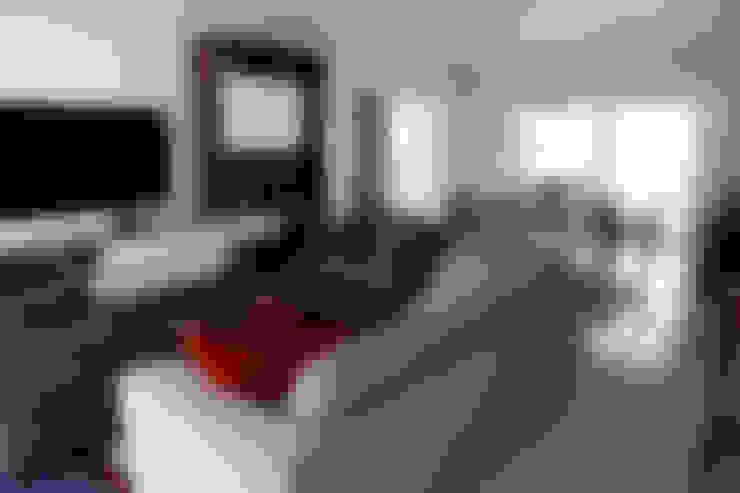 Living room by Vettori Arquitetura
