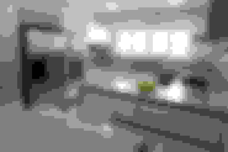 Kitchen by Vettori Arquitetura