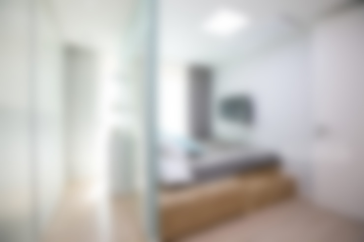 도시적인 감성의 모던 그레이 인테리어 : 퍼스트애비뉴의  침실