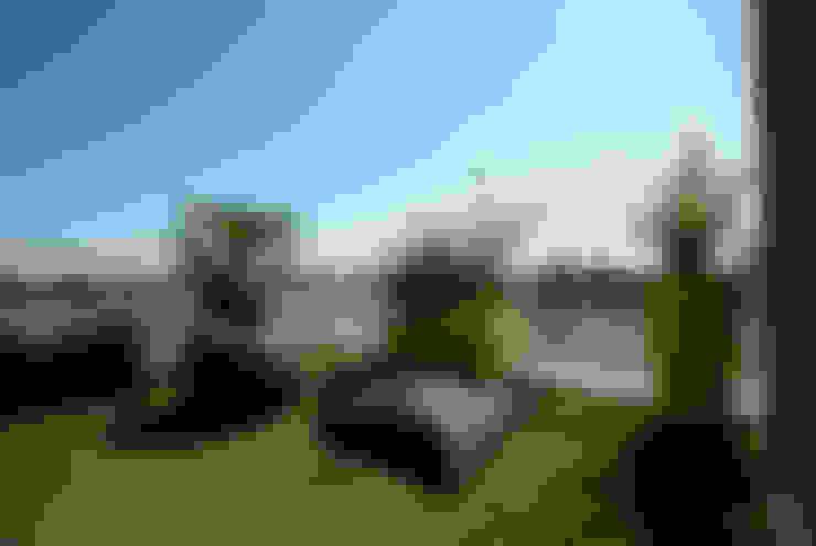Aménagement d'une terrasse plein sud de 45 m²: Terrasse de style  par Vertigo jardins