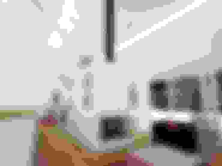 Casa - Taller : Salas / recibidores de estilo  por RRA Arquitectura