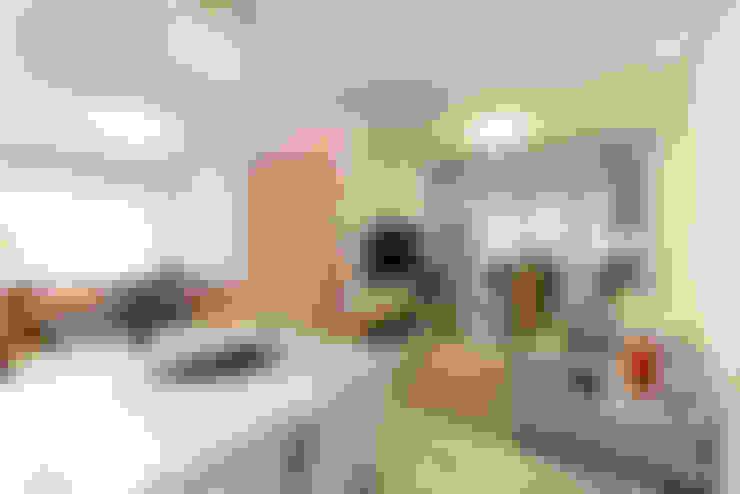 غرفة المعيشة تنفيذ RAFAEL SARDINHA ARQUITETURA E INTERIORES