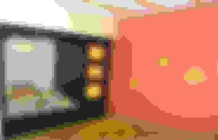 Mr. Pramod Joshi:  Living room by UNIQUE DESIGNERS & ARCHITECTS