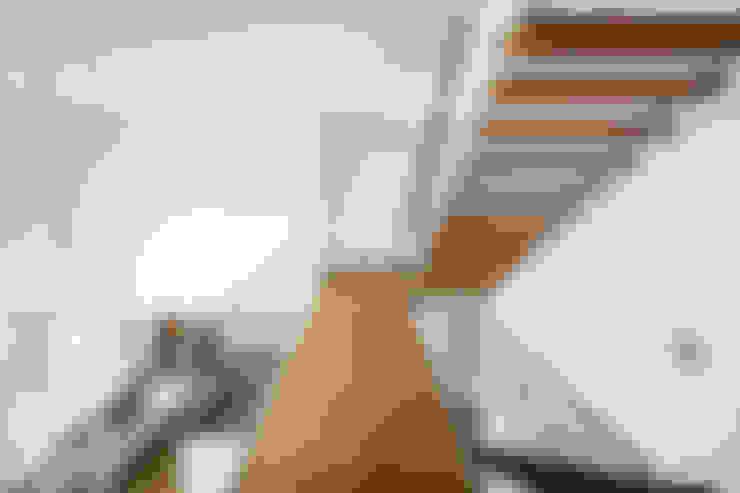 走廊 & 玄關 by Corneille Uedingslohmann Architekten