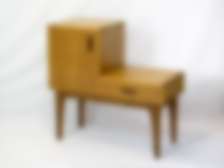 Living room by 木の家具 quiet  furniture of wood