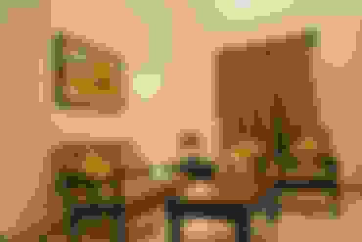Unchagaon:  Living room by Studio Ezube