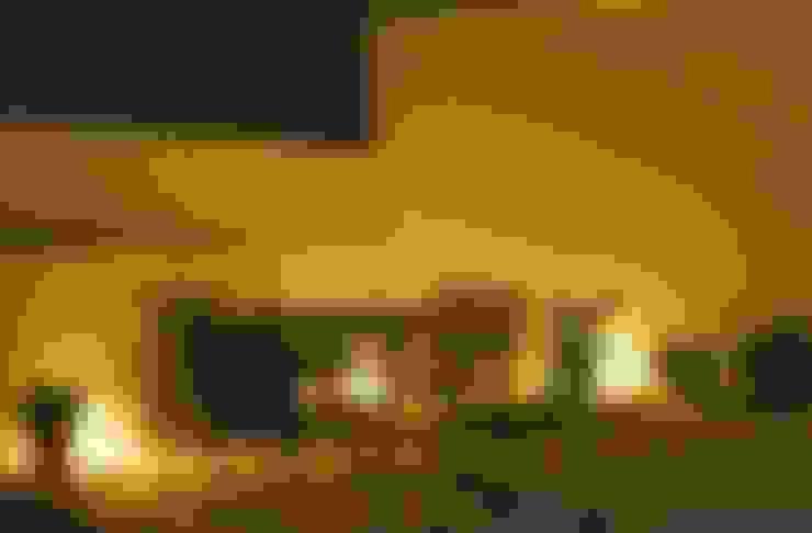 Hiên, sân thượng by Studio Ezube