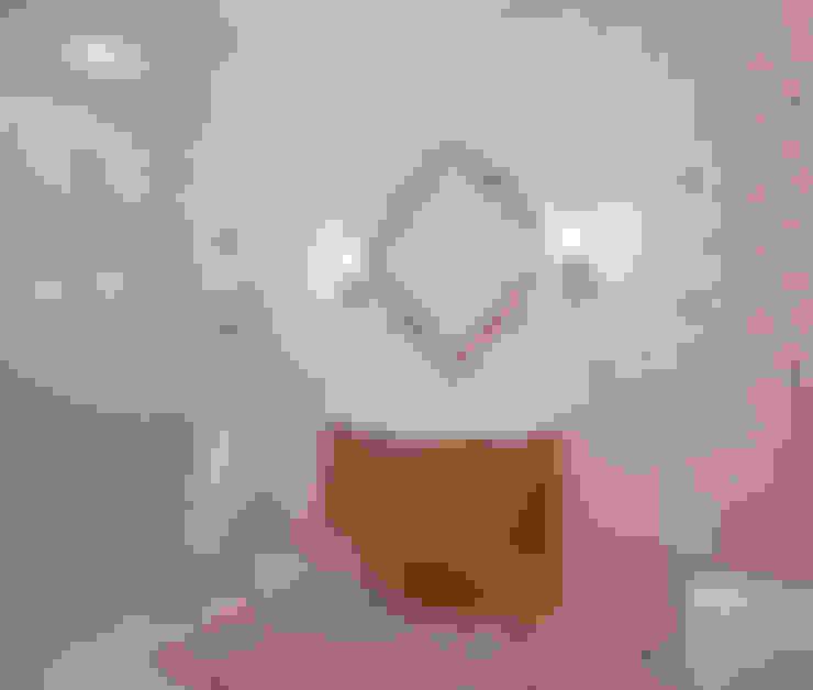 Двухэтажный дом в Рощино: Ванные комнаты в . Автор – Be In Art