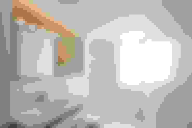Phòng tắm by Singularq Architecture Lab